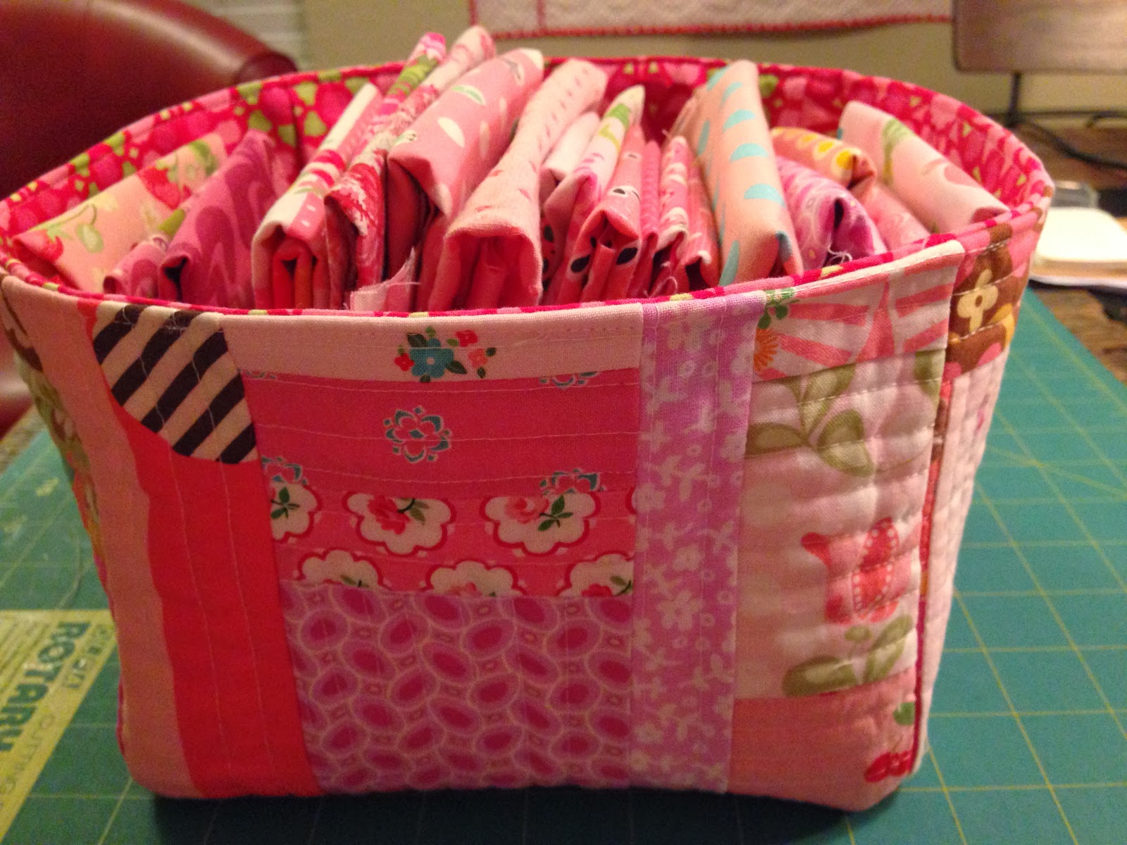Lined Fabric Basket Tutorial @ Dream Quilt Create