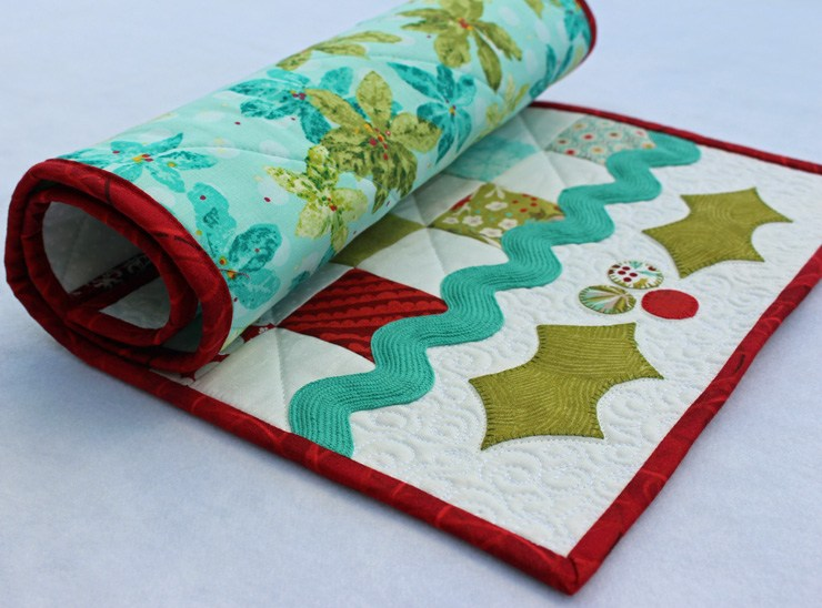 CHRISTMAS HOLLY TABLE RUNNER by Julie Cefalu