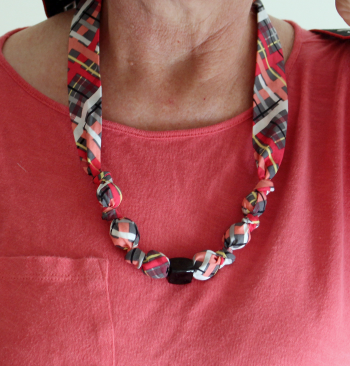 Fabric covered bead necklace tutorial - The Crafty Quilter
