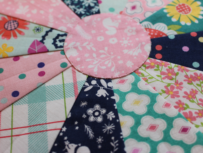 Learn how to make a Chunky Dresden Plate with this tutorial from Julie @ The Crafty Quilter