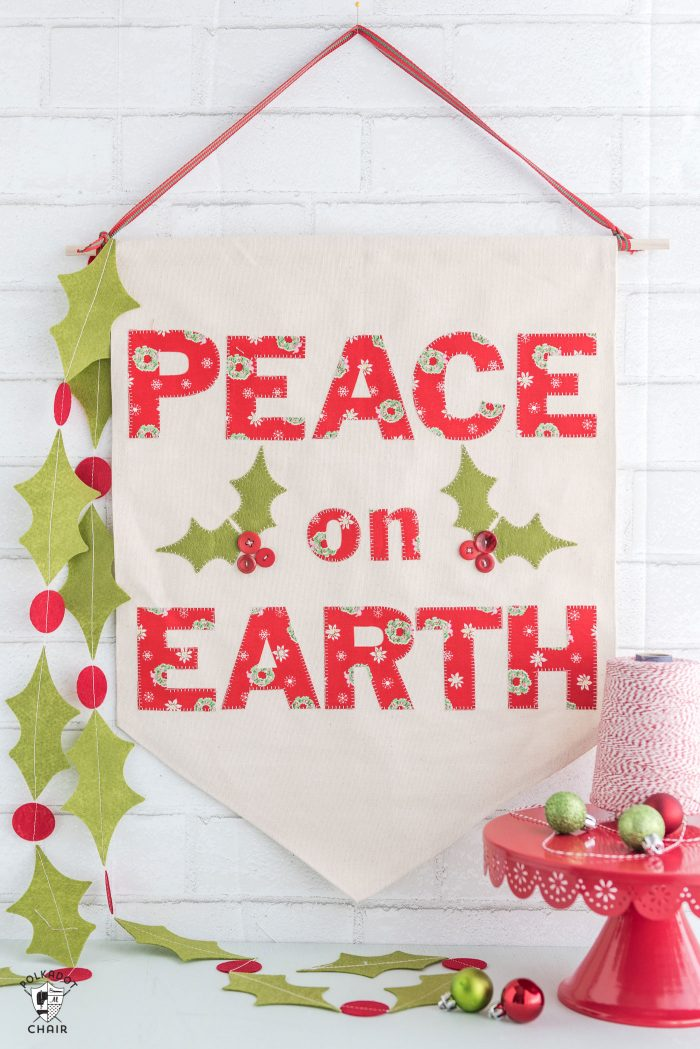 Christmas DIY Canvas Banner @ Pokadot Chair
