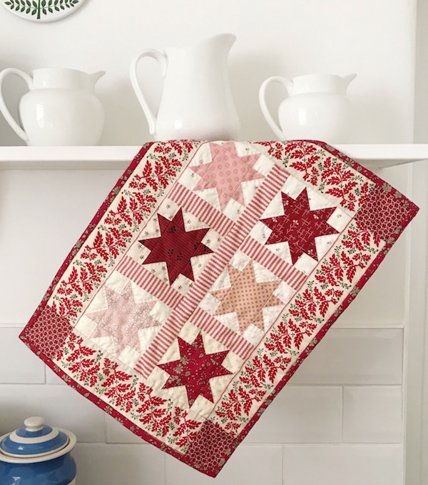 Petit Christmas Stars Mini Quilt Tutorial @ Messy Jesse
